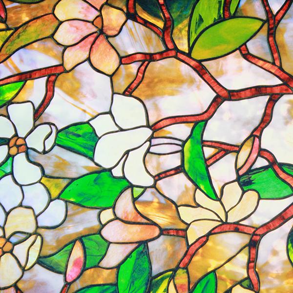glas-in-lood-raam met bloemen